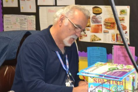 Central Pounders Say Farewell to Science Teacher & Upcoming Retiree, Mr. Evans
