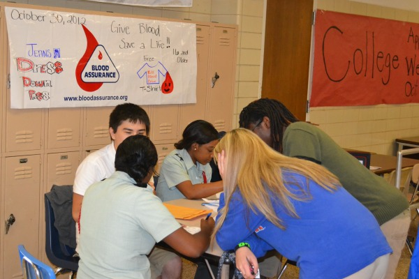 Students signing up for Fall Blood Drive