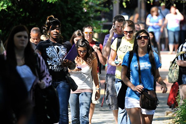 CHATT STATE STUDENTS -- Chattanooga State students explore the community college's campus.