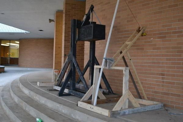 STRICKLAND'S PHYSICS CLASS CATAPULTS THEIR WAY INTO 2ND QUARTER -- Central students build catapults for freshmen physics class.