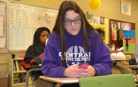 Editorial: Many Students May Suffer from Nomophobia, the Fear of Being Without a Cell Phone