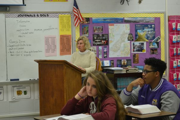 JANICE MUNSON HAS BEEN TEACHING FOR 25 YEARS -- Munson continues teaching freshmen English at Central High.
