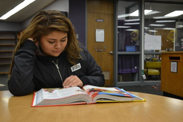 STUDYING IS THE BEST WAY TO ACE MIDTERMS -- Jimena Villanueva studies her textbook to make sure she does well on her midterm exam.