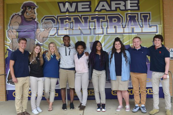 TEN CENTRAL SENIORS NAMED TO 2017 MR. and MISS CENTRAL COURT -- [Left to Right] Court candidates Jared Eddy, Miranda Lillard, Emily Feist, D'Andre Anderson, Diamond Jackson, Ashley Russell, Rachel Woodward, Dylan Vagts, and Isaac Coffman come together for a photo in front of one of Central's murals.  (Not Pictured: Alex Padavana)