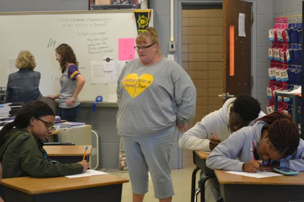 MS. ALEXANDER , CENTRAL'S NEW COLLEGE ADVISOR -- Ms. Alexander talks to students.