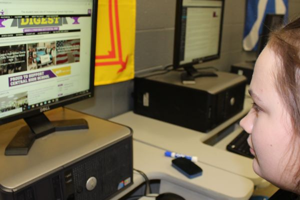 CENTRAL DIGEST JOINS SOUTHERN INTERSCHOLASTIC PRESS ASSOCIATION -- Abby Young, a staff writer, works on her latest article.