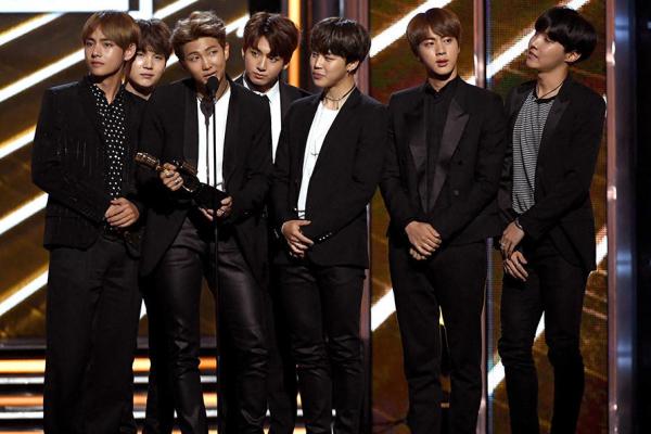 EDITORIAL: KPOP NEVER SEEMED BETTER-- Idols BTS receiving a Billboard Music Award for Top Social Artist, 2017