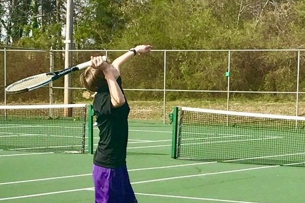 Tennis Team Continues to Practice in Hopes of Defeating Opponents in New League
