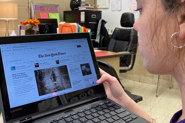CENTRAL IS GIVEN FREE ACCESS TO THE NEW YORK TIMES WEBSITE -- Now, through the school, students and teachers are permitted to access The New York Times without paying for  a subscription. Junior Ashlee Smith browses the site.