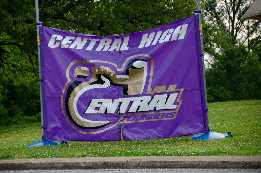 Central%27s+football+banner+stands+at+the+front+of+the+school+as+students+drop+off+and+pick+up+their+things.