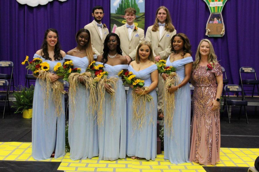 PHOTO+GALLERY%3A+2021+SENIOR+DAY+--+Mr.+and+Miss+Central+courts+celebrate+with+class+dedicatory%2C+Brielle+Farrow.