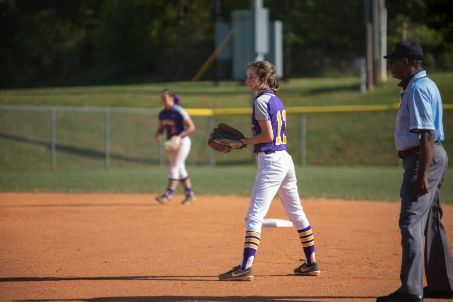 LADY POUNDERS FALL TO BOYD BUCHANAN, HIXSON -- Sophomore Malorie Parris at second base.