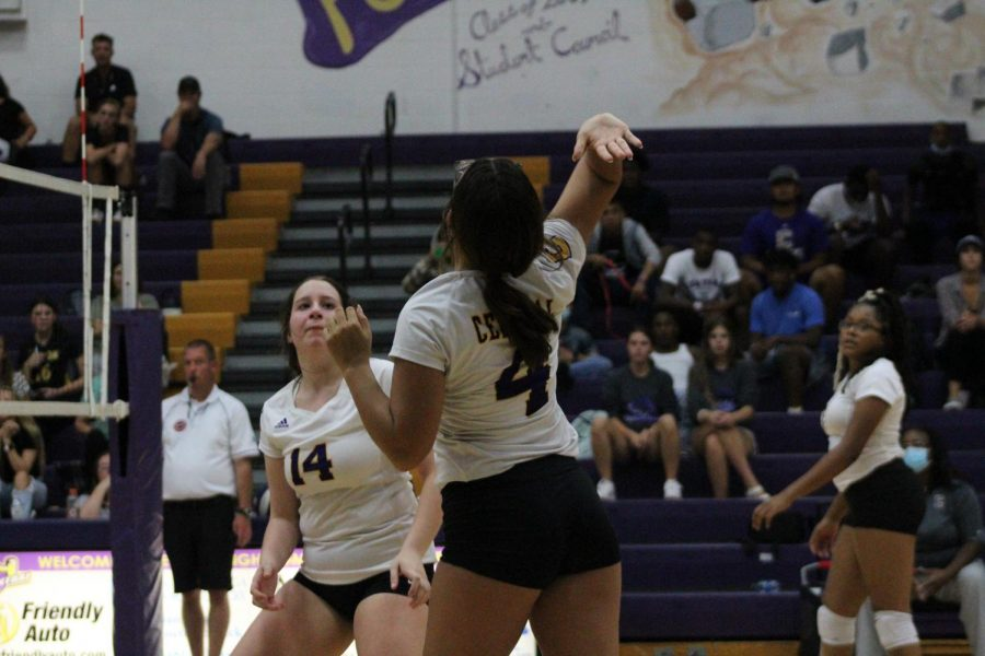 LADY POUNDERS DOMINATE EAST RIDGE IN CRUCIAL DISTRICT MATCHUP -- Senior Makayla McCarthy gets ready to spike.